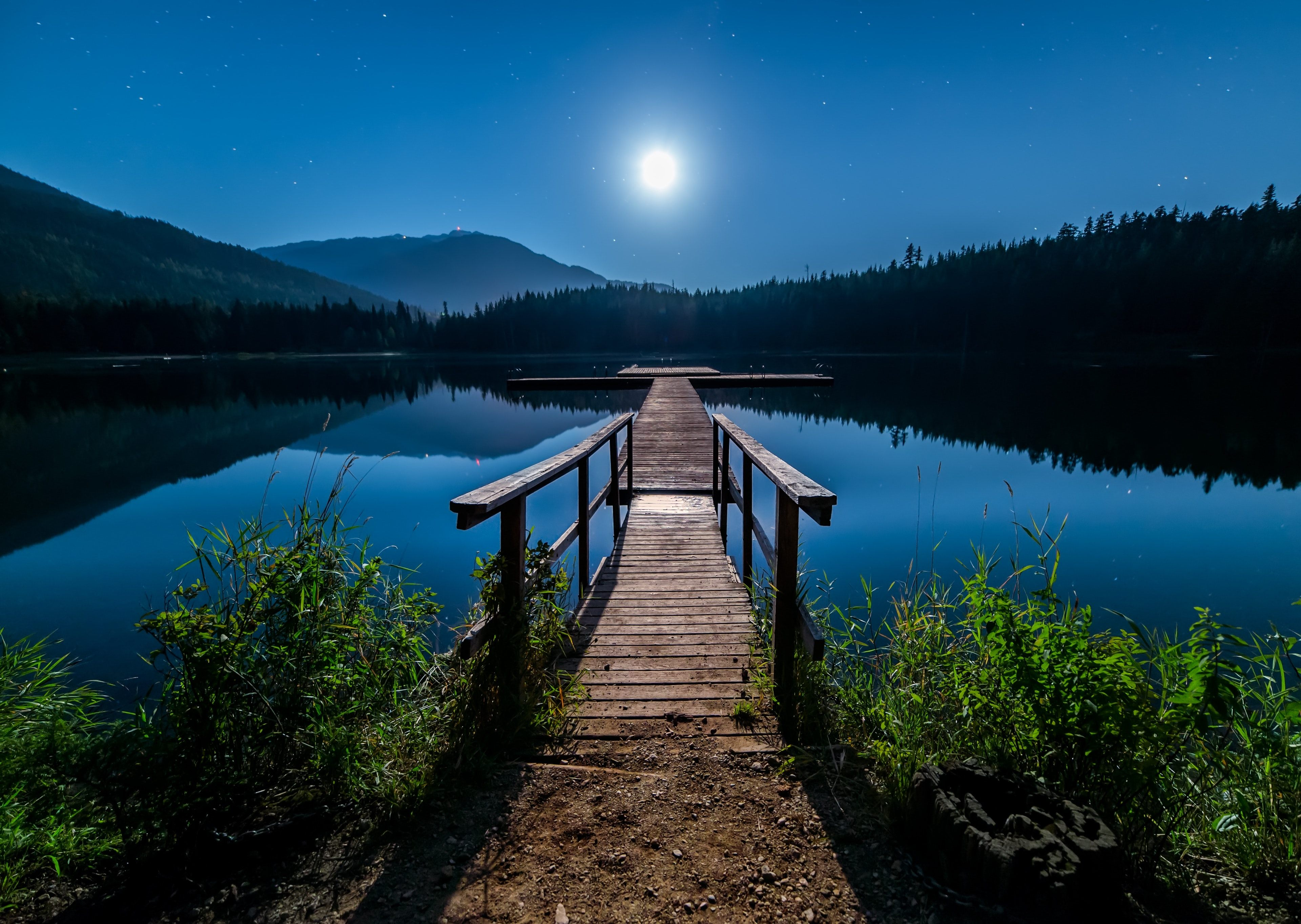 Awesome Lonely Night With Moon 4k Wallpaper Nature Beautiful 3840x2728 Wallpaper Teahub Io