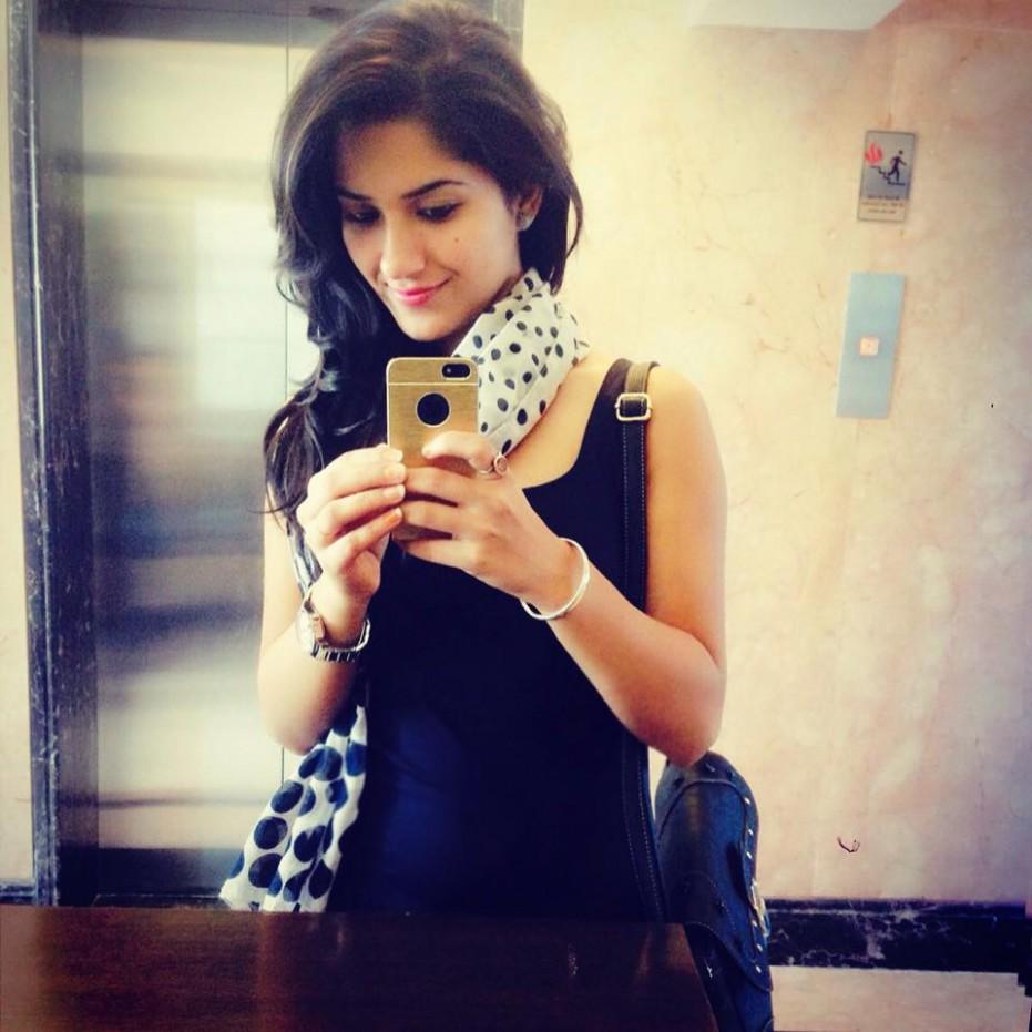 Punjabi Kudi Wallpapers - Cute Indian Girl Pics On Instagram - HD Wallpaper