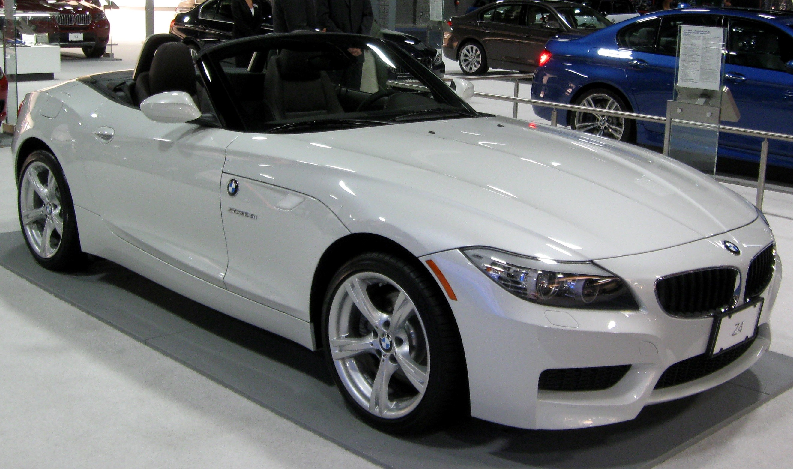 Beautiful White Bmw Z4 Car Wallpapers Download Bmw Car Pics Download 2644x1564 Wallpaper Teahub Io