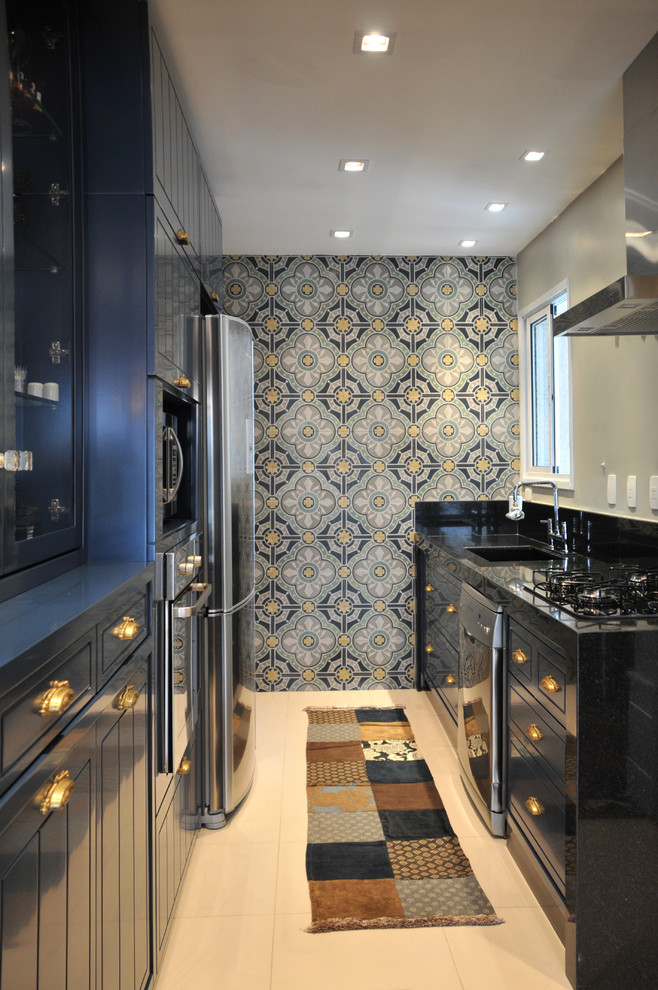 Kitchen Wallpaper Trend With Cabinet Range Hoods Kitchen Feature Wall In Small Kitchen 658x990 Wallpaper Teahub Io