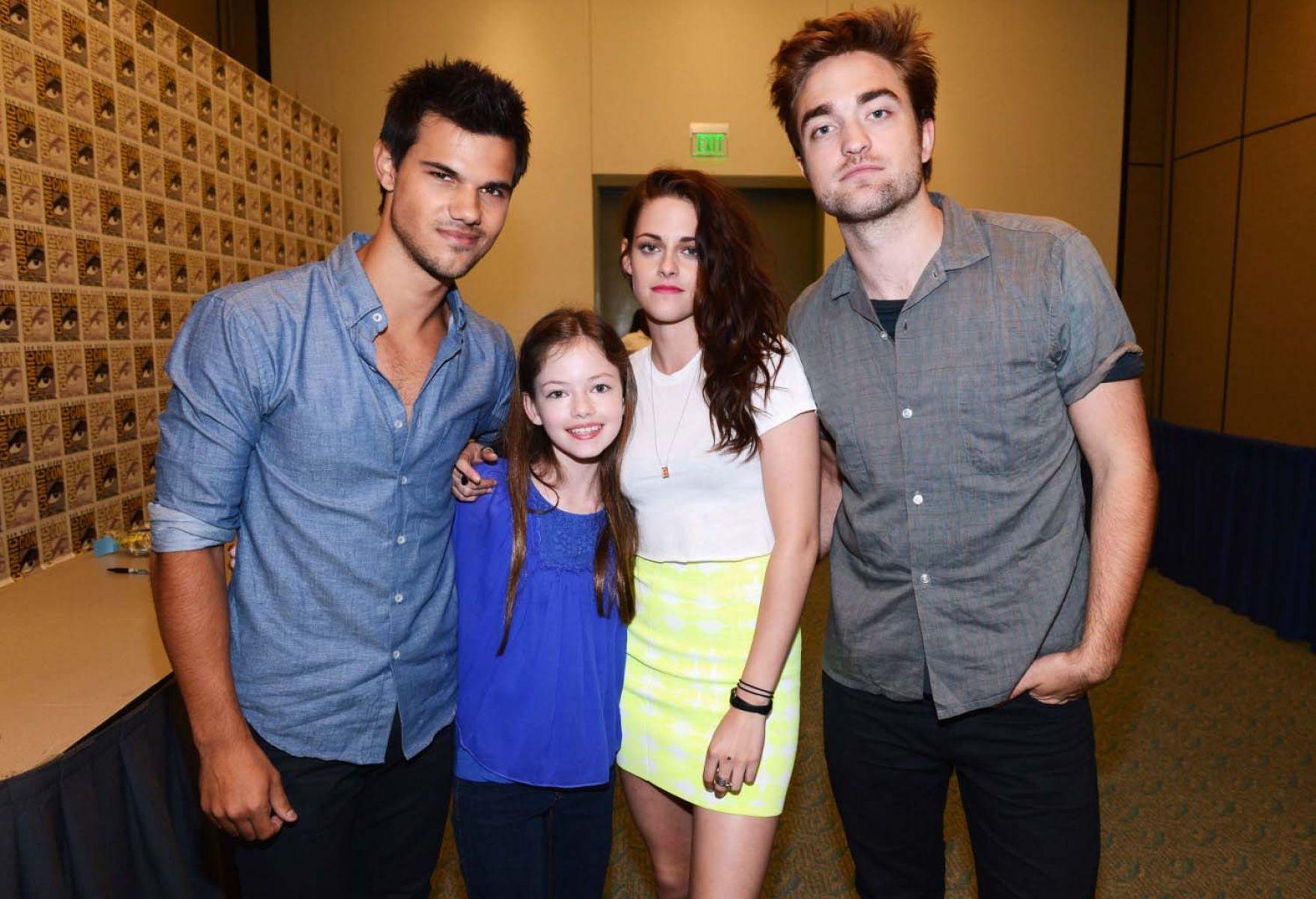 The Twilight Saga Breaking Dawn Part 2 Wallpaper - Twilight Breaking Dawn Part 2 Cast - HD Wallpaper