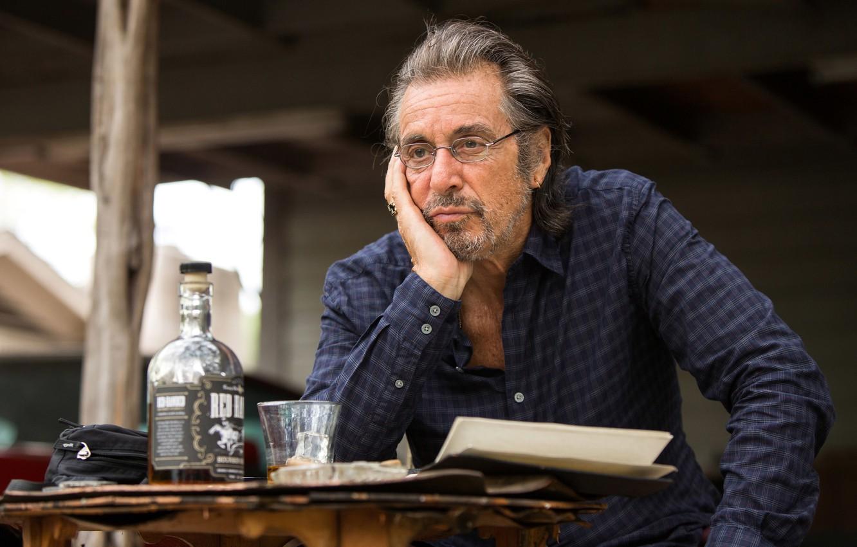 Photo Wallpaper Glass, Table, Bottle, Frame, Glasses, - Al Pacino With Glasses - HD Wallpaper