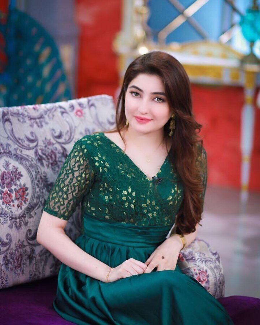 Pakistani Beauty Gul Panra In Green Dress Wallpaper - Beautiful Pics Of Gul Panra - HD Wallpaper