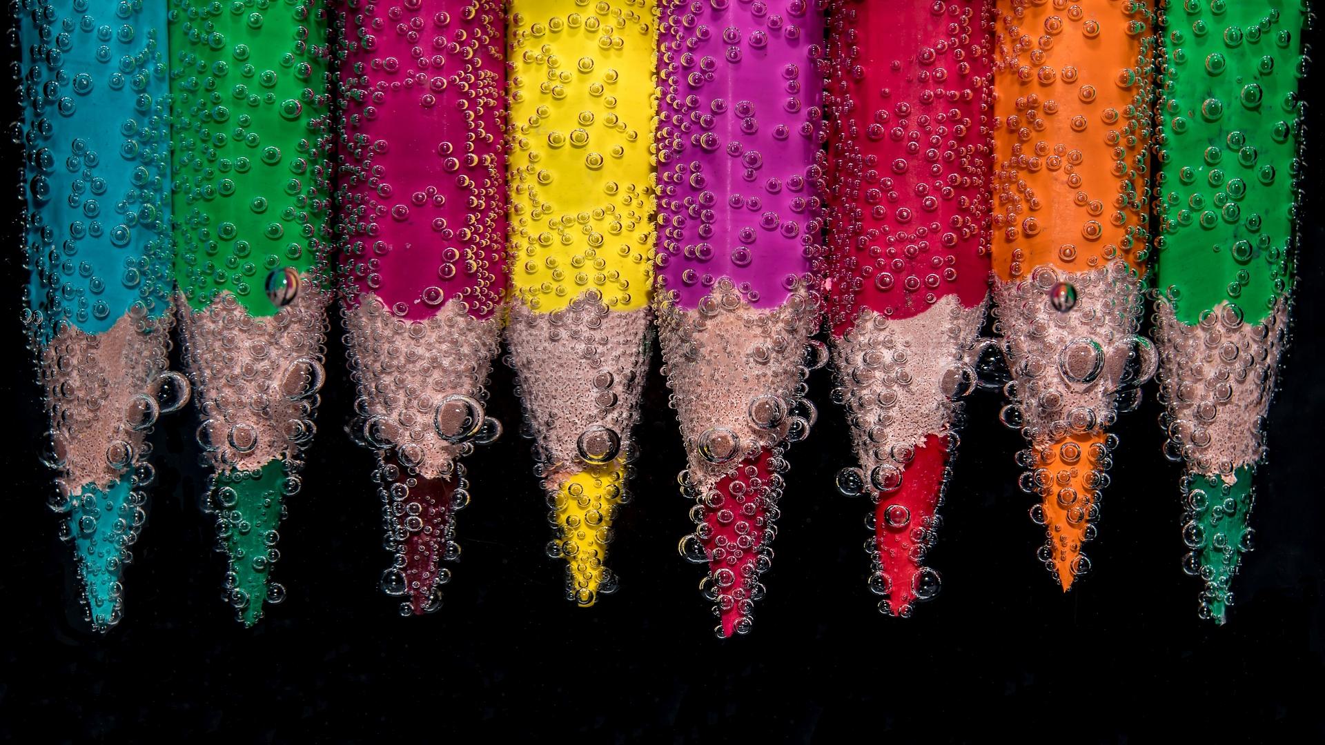 Wallpaper Color Pencils, Bubbles, Close-up - Bubbles Around Colored Pencils - HD Wallpaper