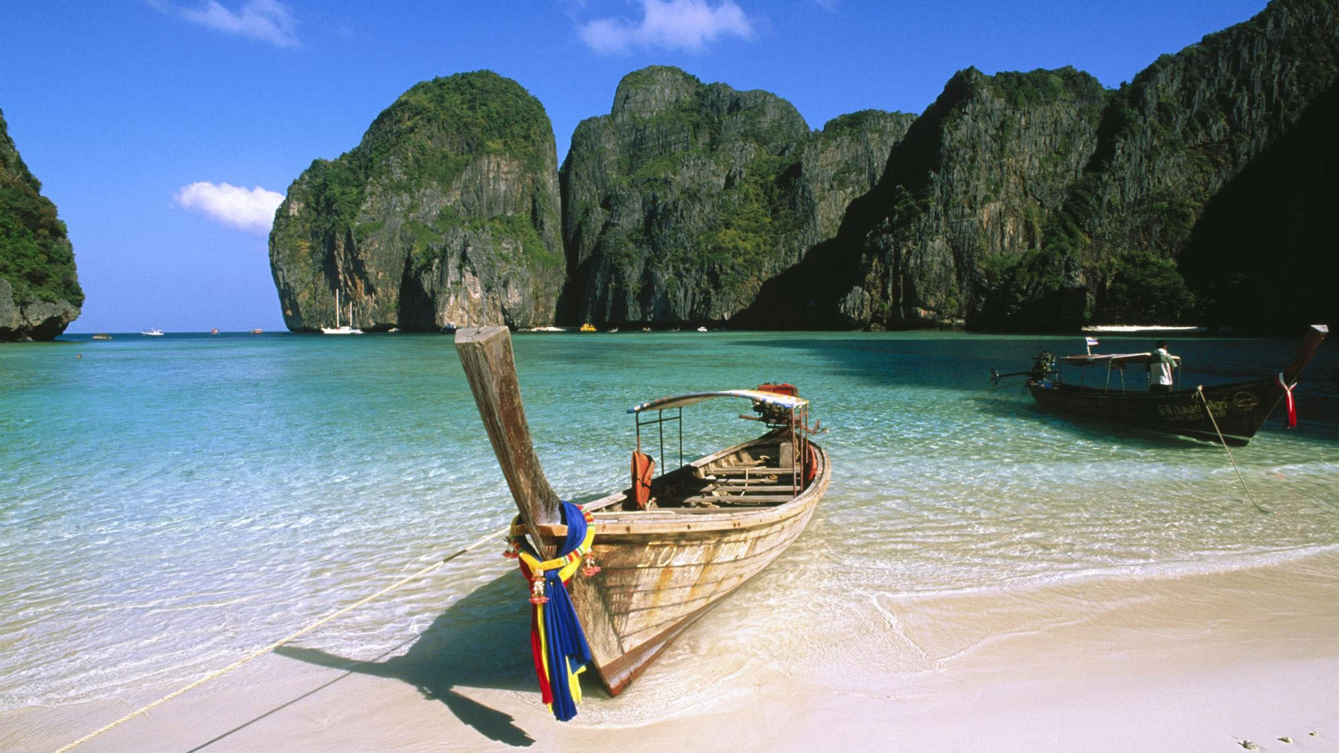 A Boat On The Beach In Summer Backgrounds Hd Desktop - Phi Phi Islands - HD Wallpaper