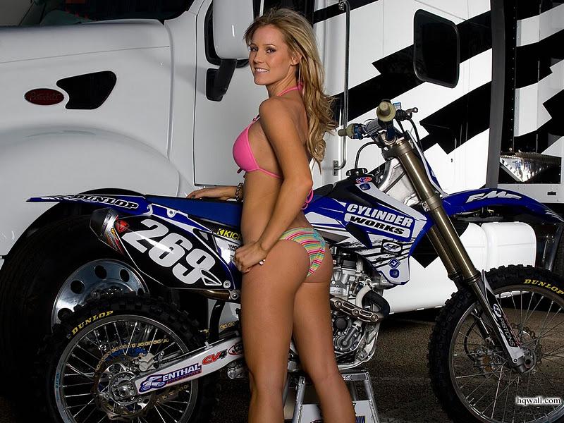 Sexy Girls On Motorbikes - HD Wallpaper