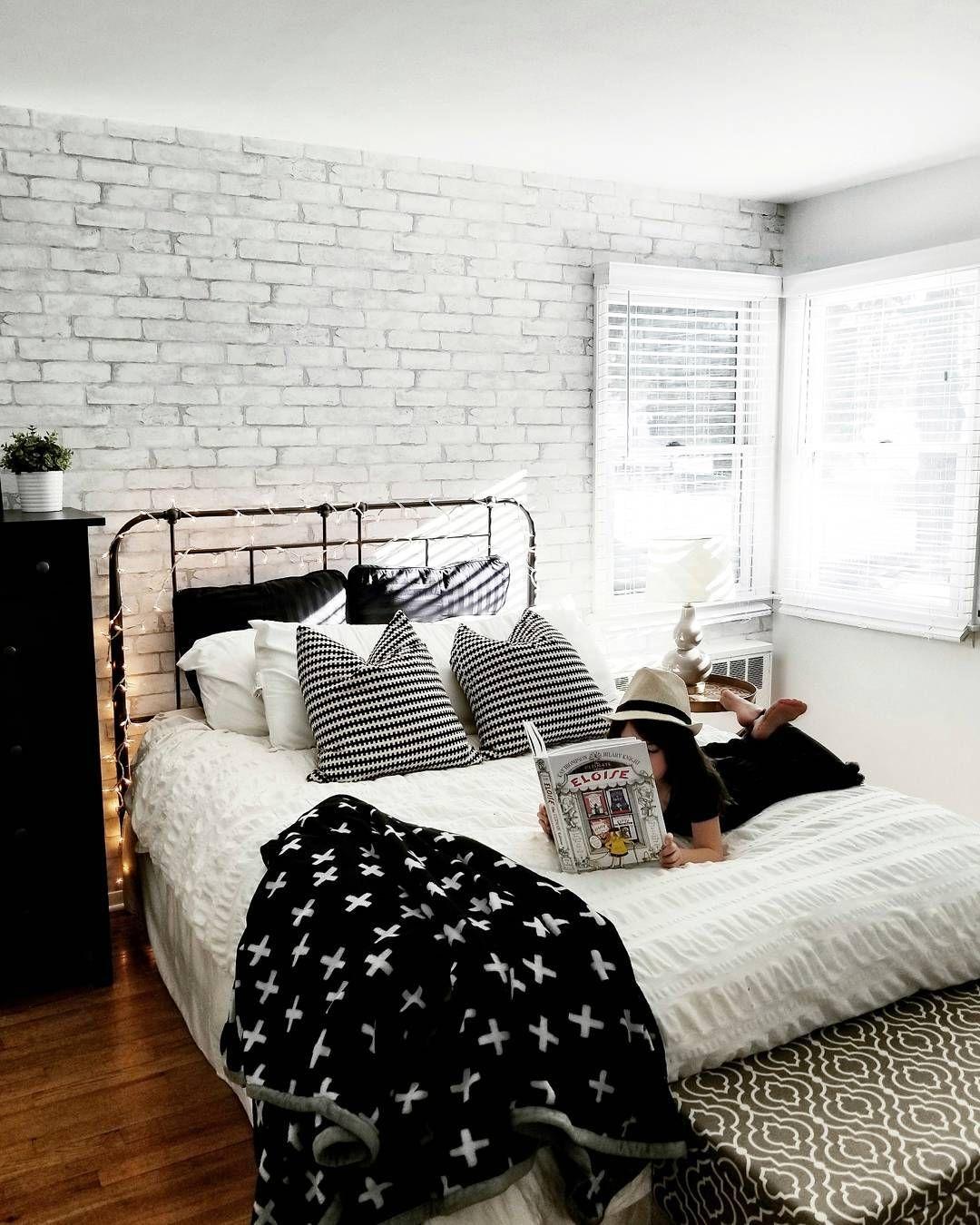 Faux Brick Wall Bedroom - HD Wallpaper