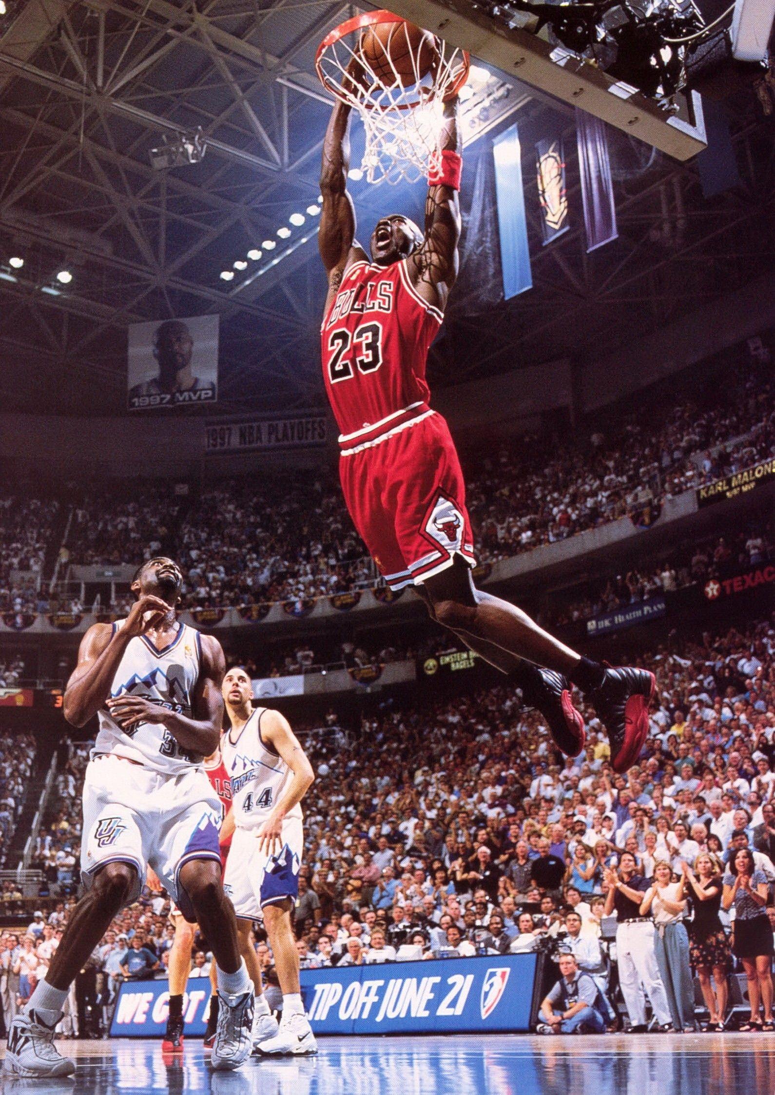 Michael Jordan Wallpaper 4k 1590x2245 Wallpaper Teahub Io
