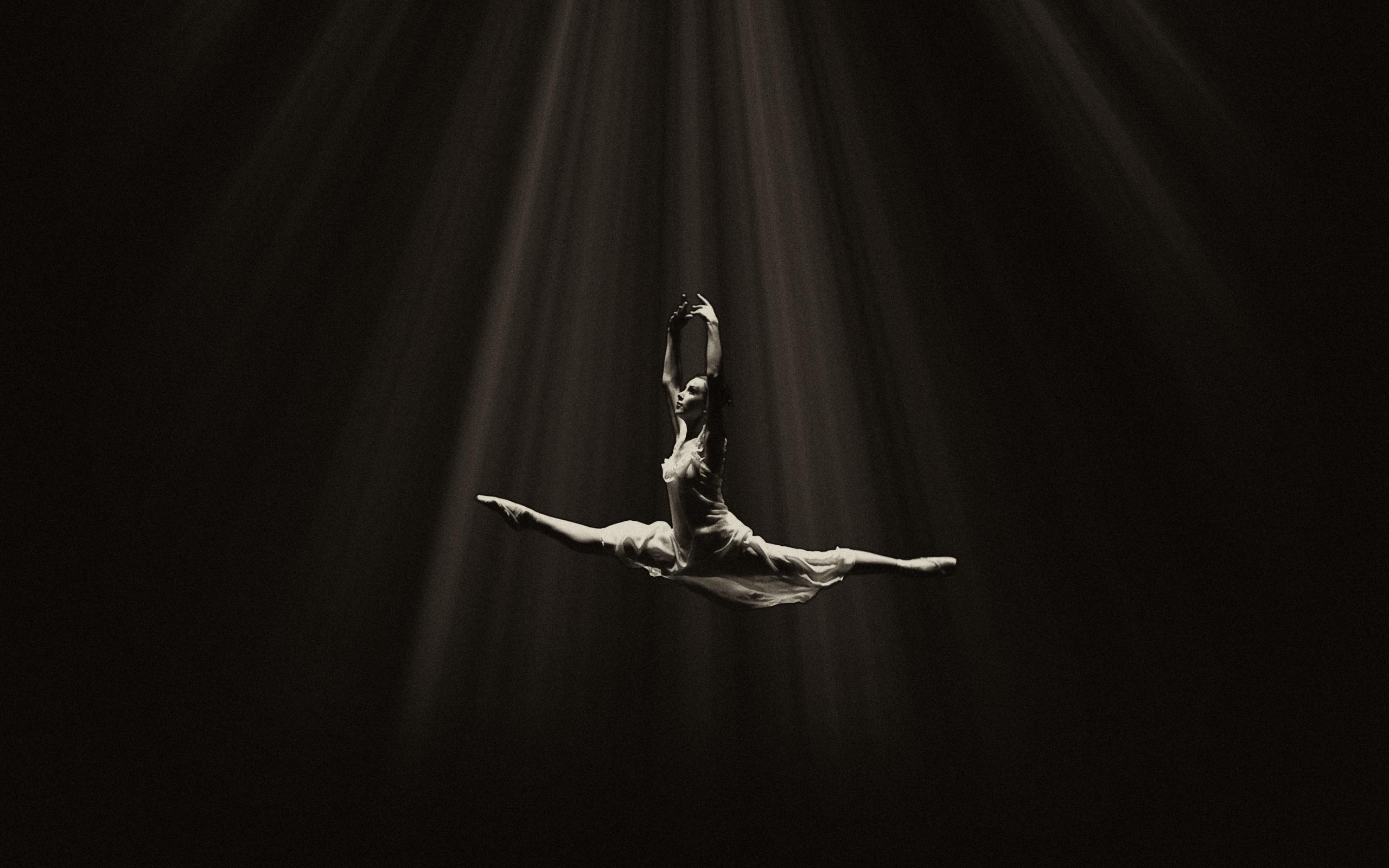 Wallpaper Ballerina Ballet Dance Bw Flight Darkness 2560x1600 Wallpaper Teahub Io