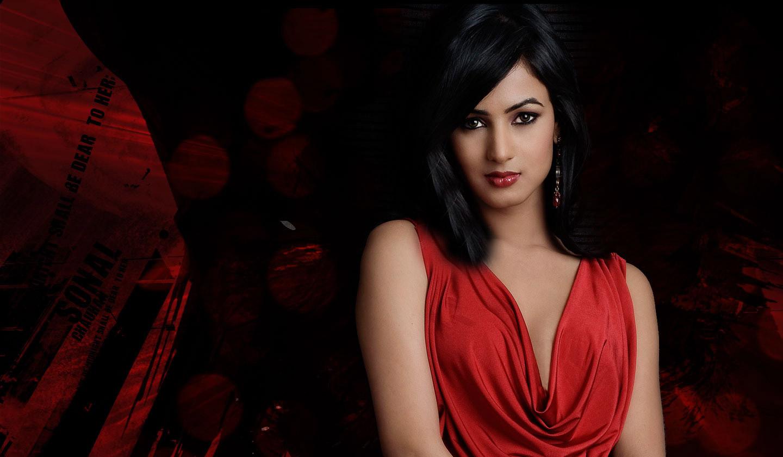 Sonal Chauhan Indian - HD Wallpaper