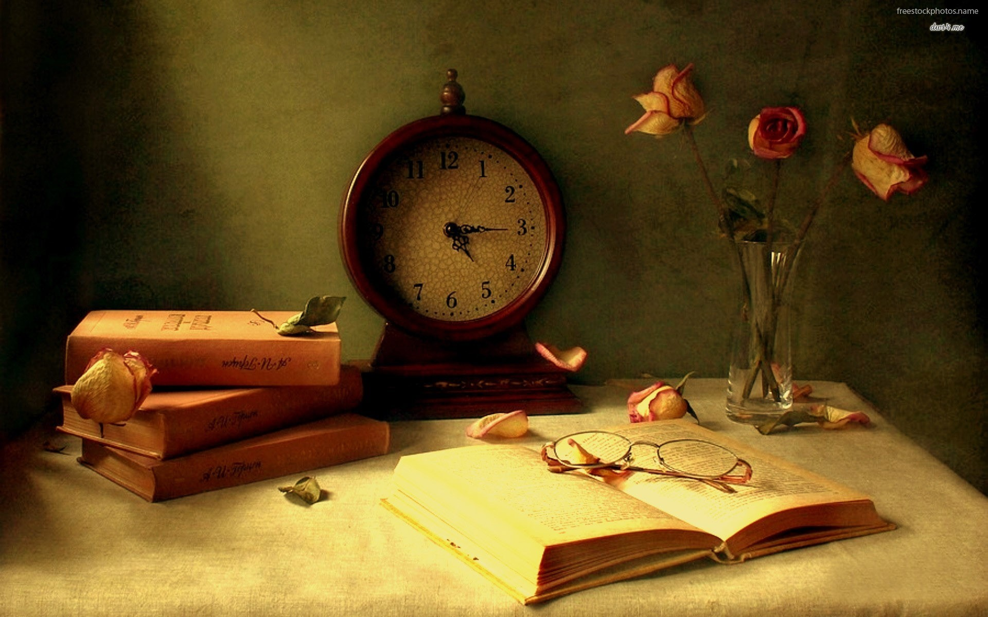 Download Books And A Old Watch On The Table   Data-src - Vintage Books Wallpaper Hd - HD Wallpaper