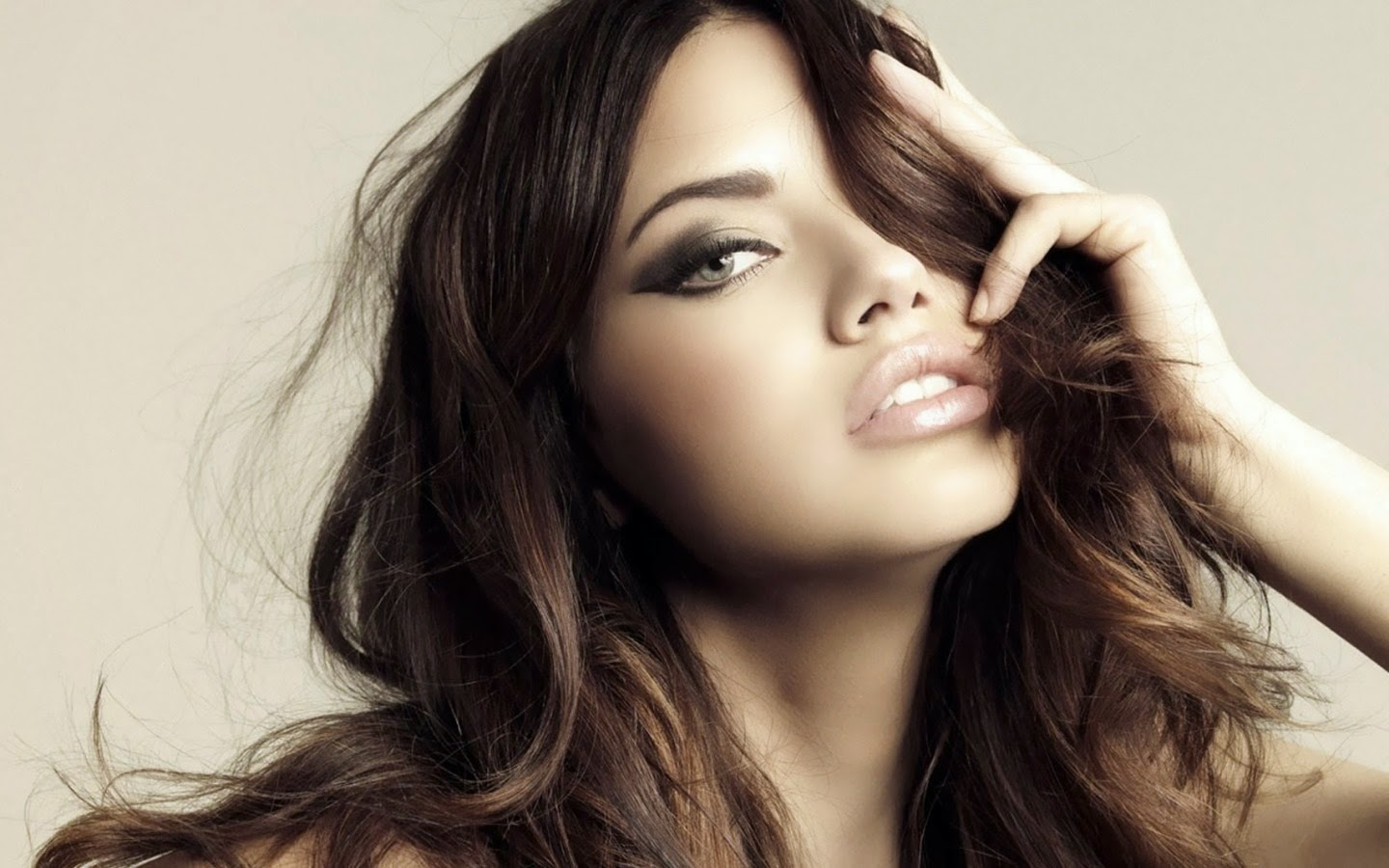 Beautiful Ladies Wallpapers Group - Adriana Lima Face - HD Wallpaper
