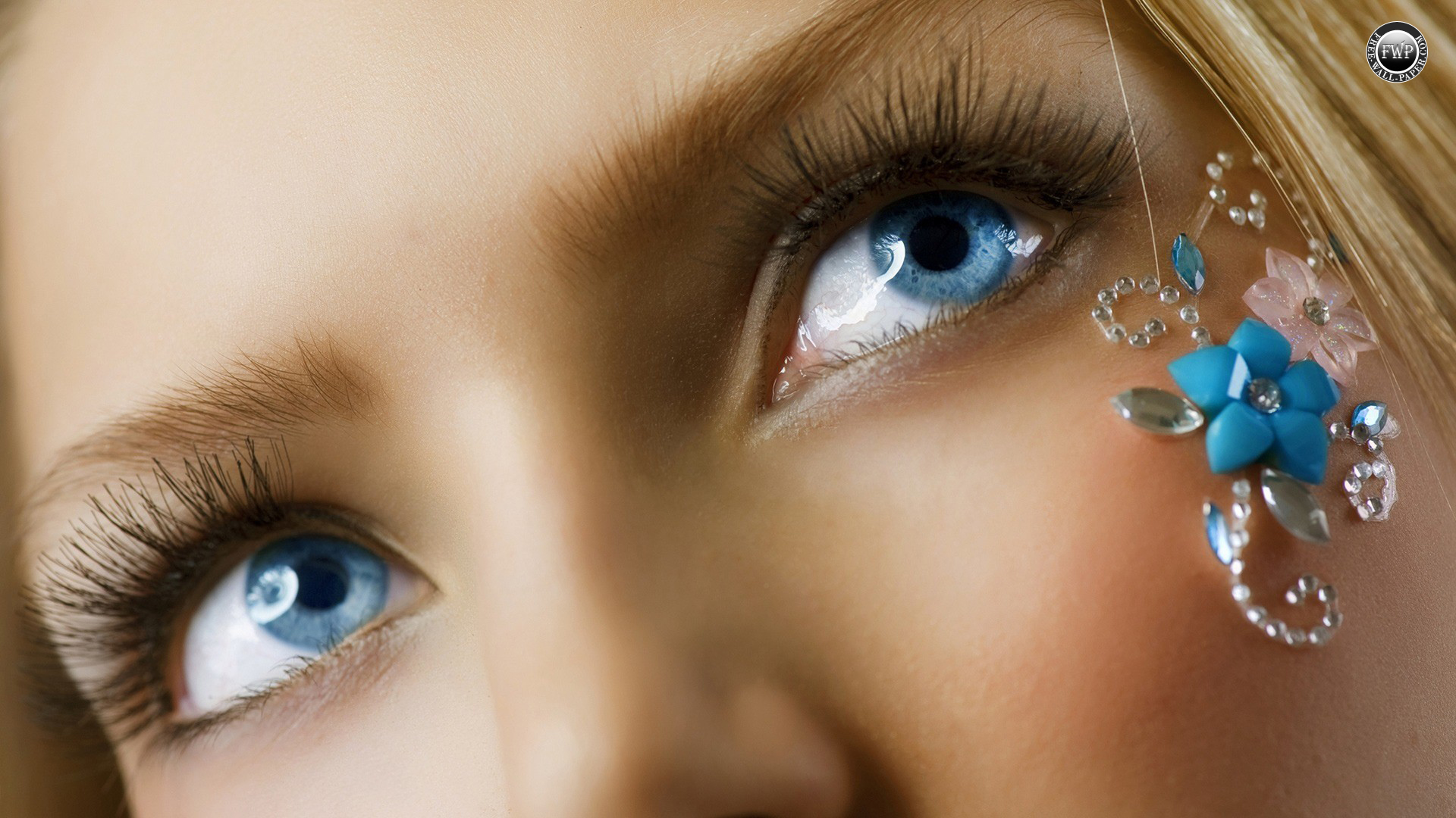 Most Beautiful Eyes Wallpapers - Beautiful Green Eyes Close Up - HD Wallpaper