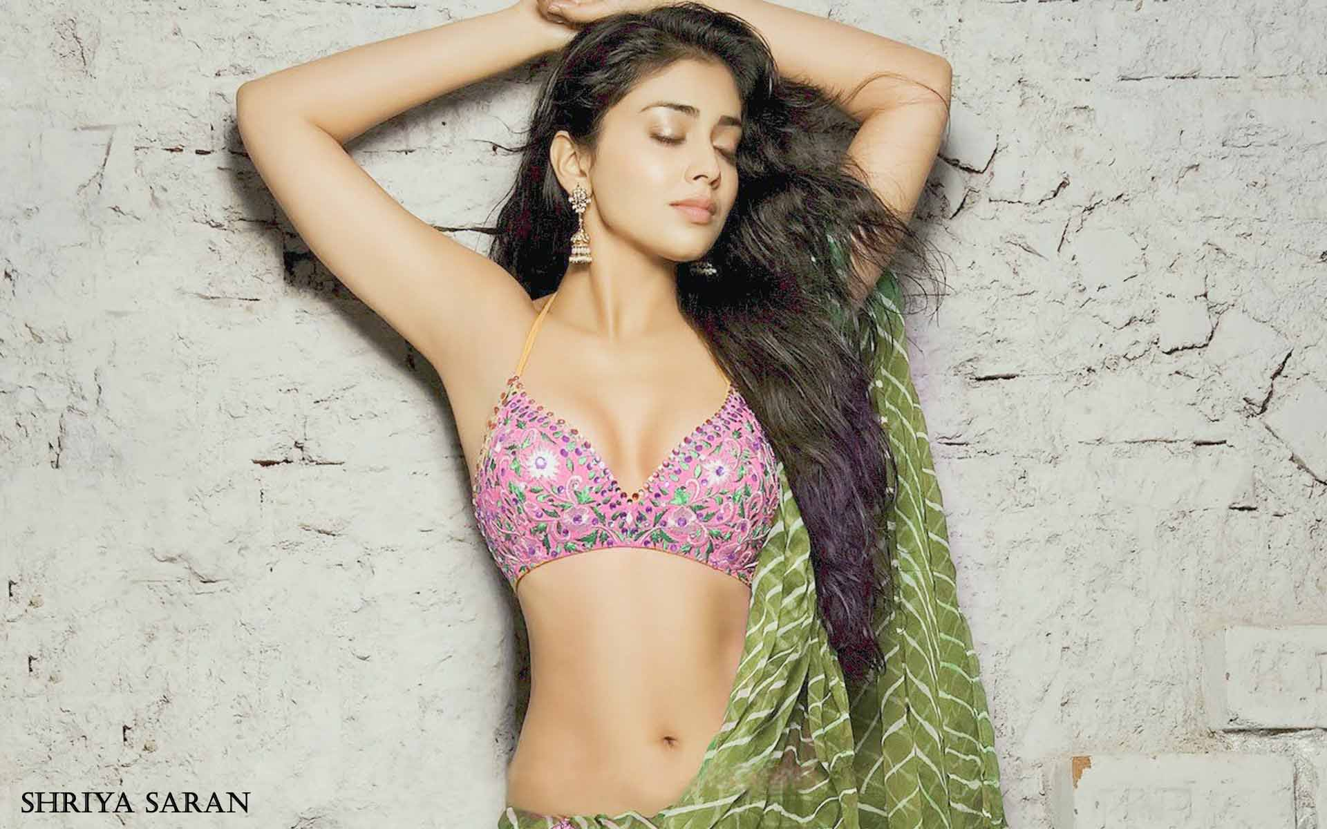 Bollywood Sleeveless Actress Shriya Saran Hot Pics Neha Bhasin Apple Bottoms 1920x1200 Wallpaper Teahub Io