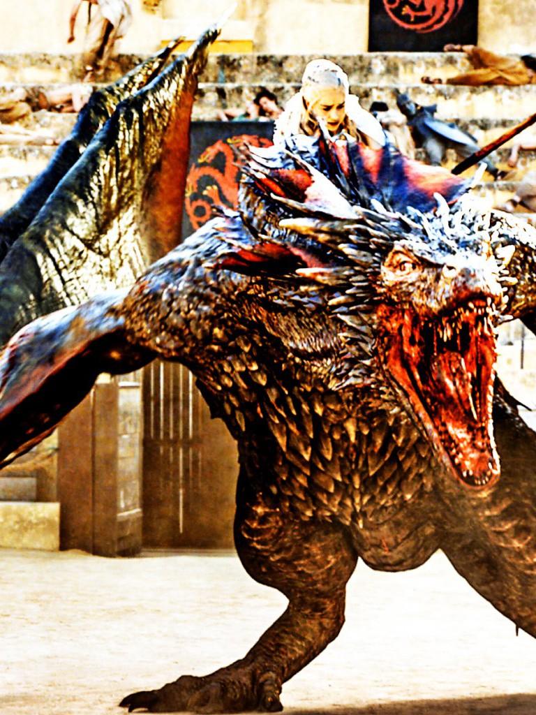 Daenerys Riding On Drogon Game Of Thrones Season 5 - Drogon Size Season 7 - HD Wallpaper