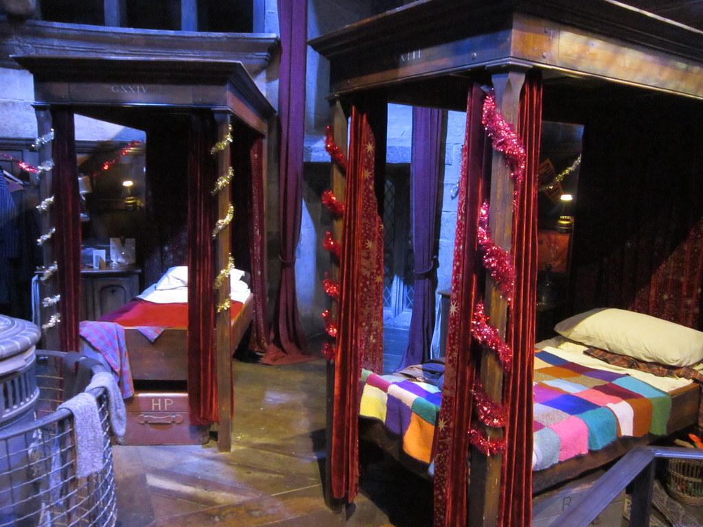 Harry Potter Boys Dormitory - HD Wallpaper