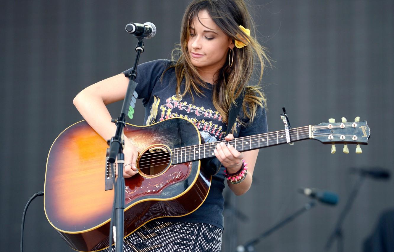 Photo Wallpaper Guitar, Live, Speech, Vocals, American - Kacey Acoustic Live - HD Wallpaper