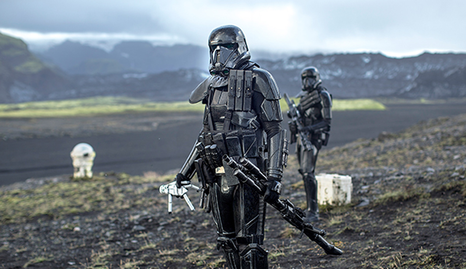 Star Wars Mandalorian Death Trooper 1600x923 Wallpaper Teahub Io