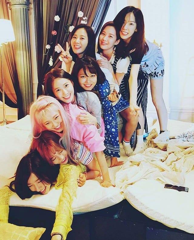 Girls Generation V Live - HD Wallpaper