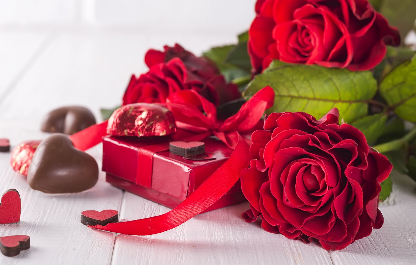Photo Wallpaper Flowers, Gift, Roses, Bouquet, Hearts, - Valentine's Day Roses And Chocolate - HD Wallpaper