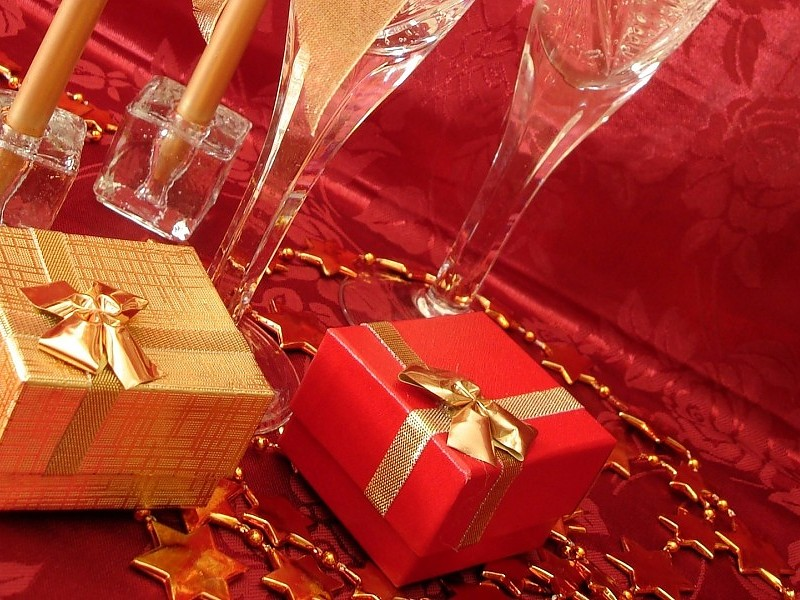 Red And Golden Christmas Gift Images Wallpaper - Christmas New Year Gifts -  800x600 Wallpaper - teahub.io