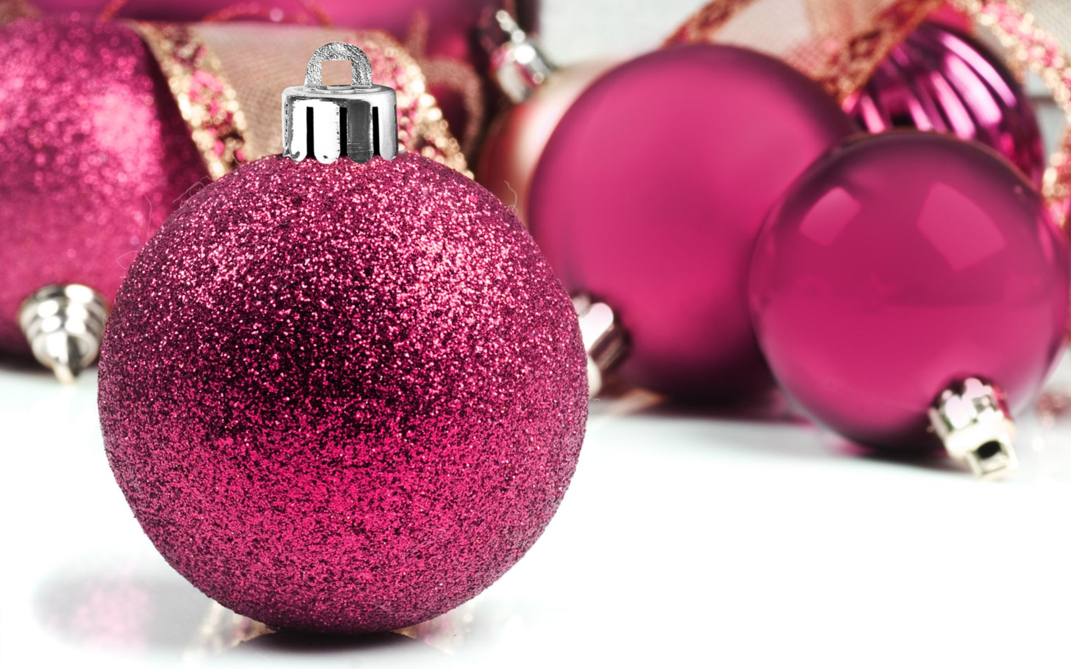 Download Free Hd Pink Christmas Tree Wallpaper, Image - Pink Christmas Ornaments - HD Wallpaper