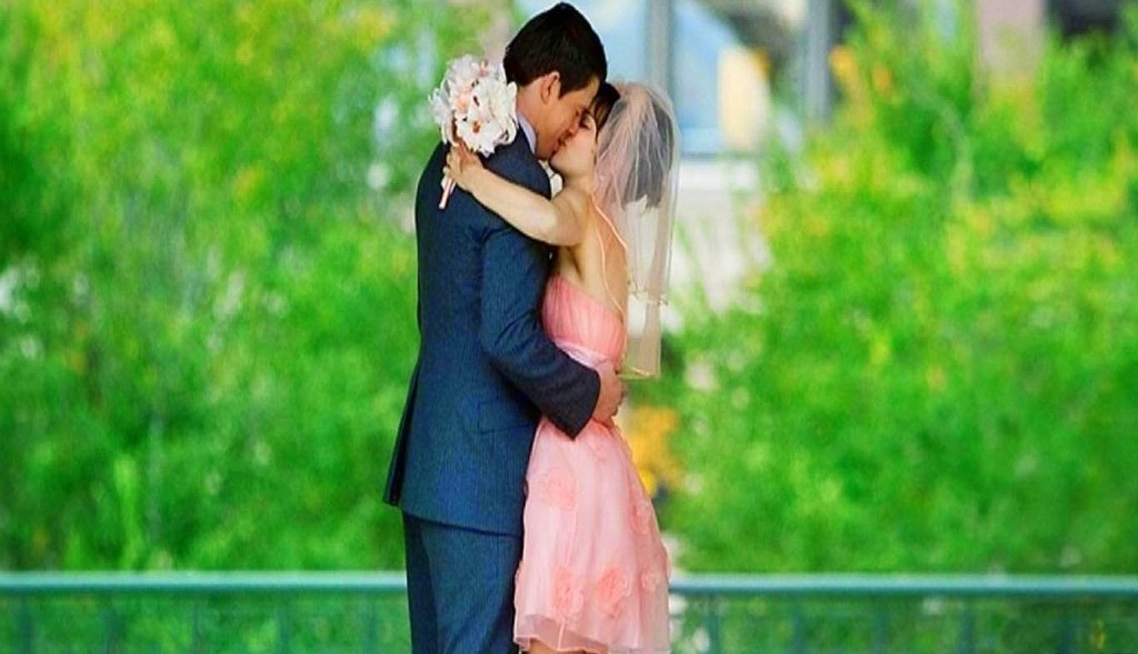 Stunning Love Couples Hd Wallpapers 1080p - Kiss Good Morning Romantic - HD Wallpaper