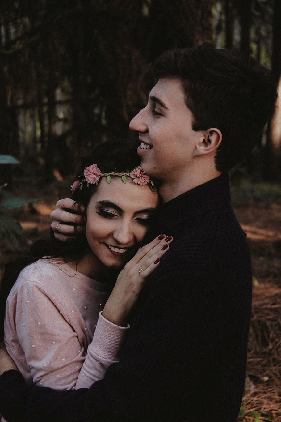 Woman And Man Hugging, Girl, Guy, Couple, People, Sweet, - Romantic Cute Love Couple Dp For Whatsapp - HD Wallpaper