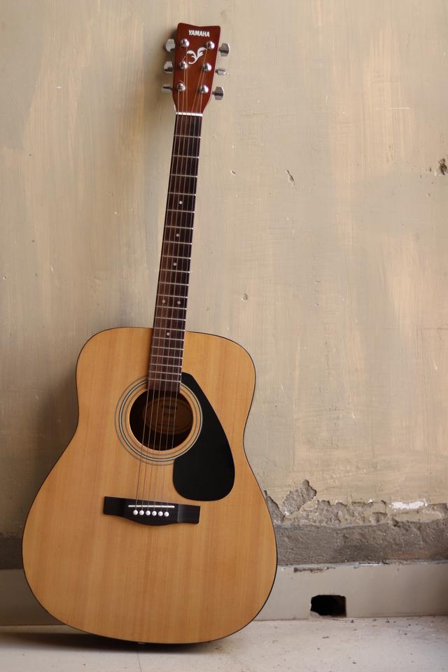 Guitar Wallpaper Blue Guitar Wallpaper For Mobile Google Acoustic Guitar 640x960 Wallpaper Teahub Io