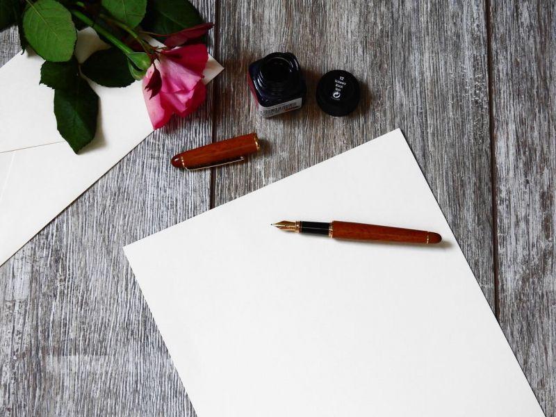 Contoh Makalah Agama Islam Tentang Akhlak - Blank Paper With Fountain Pen - HD Wallpaper