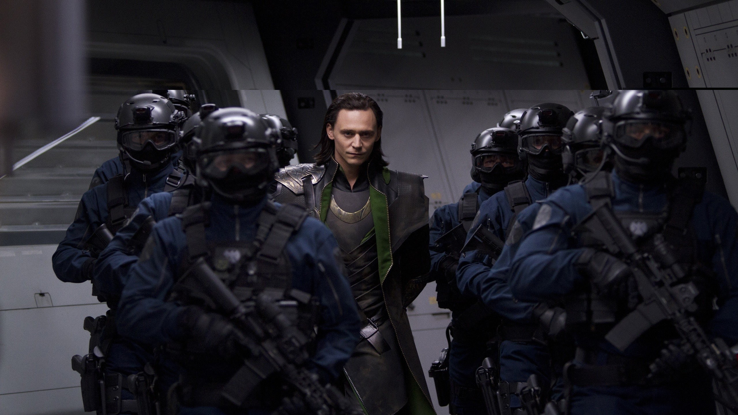 Loki With Guards Avengers - HD Wallpaper