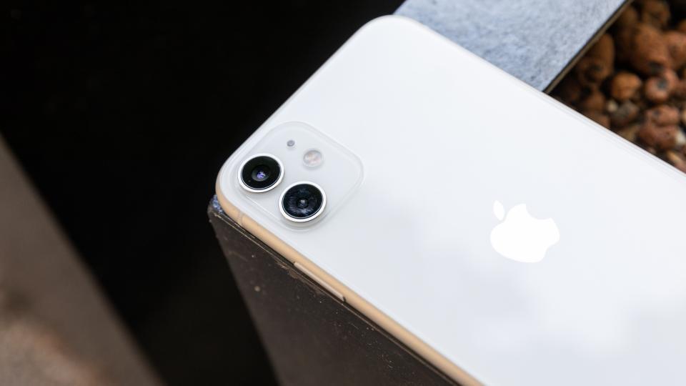 Iphone 11 White Colour 960x540 Wallpaper Teahub Io