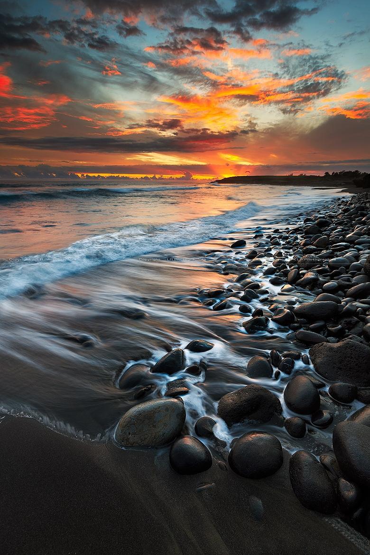 Stones Beach Sea Ocean Water Sky Sunset Landscape Travel - Sunset Water Ocean Stones - HD Wallpaper