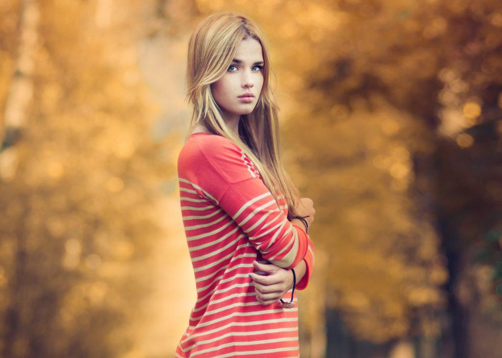 4k Wallpaper Girl Girl In Red Beautiful Bokeh 4k Wallpaper - 4k Resolution Beautiful Girl 4k - HD Wallpaper