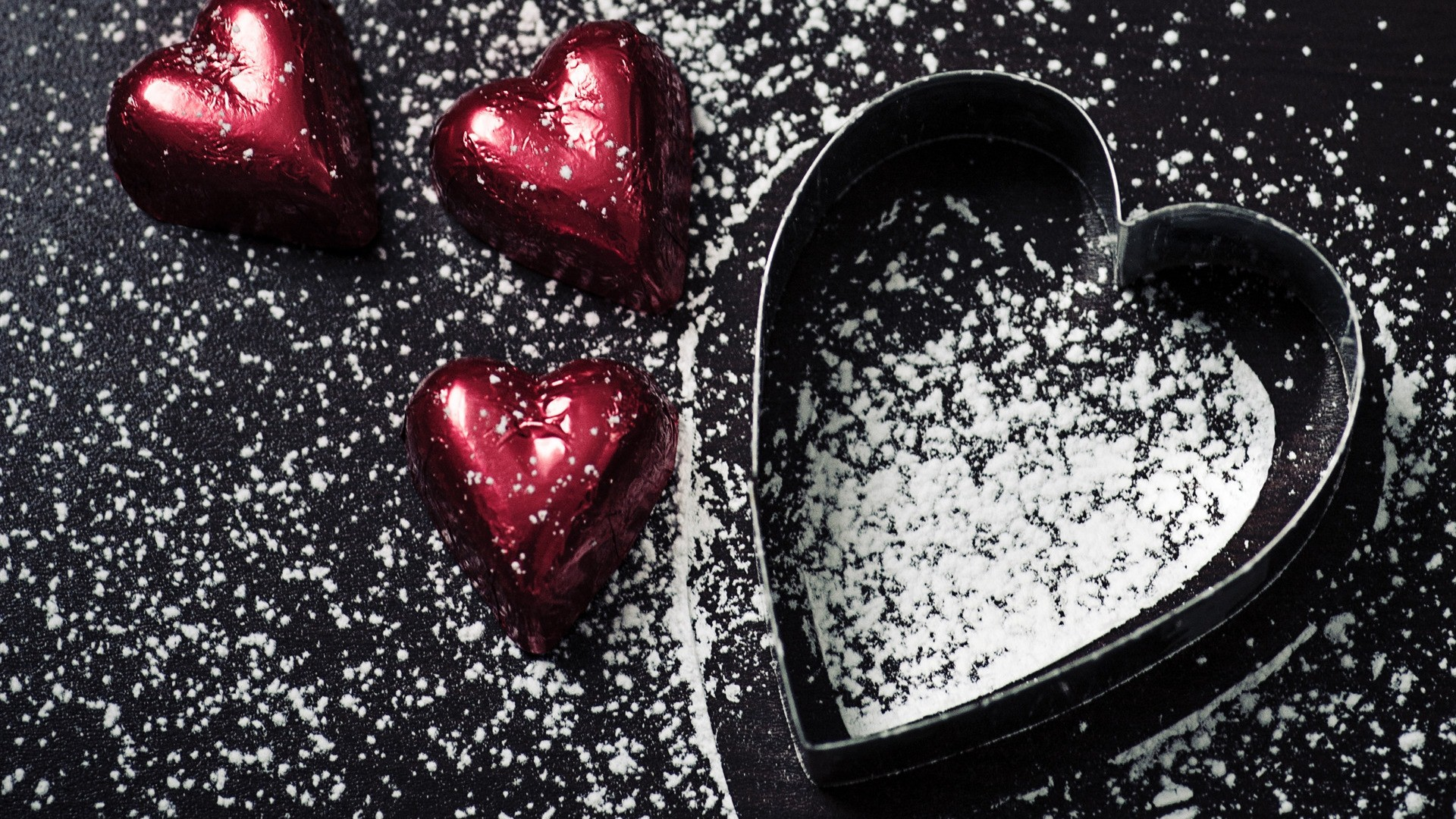 Beautiful Small Heart Love In Black Background - Black Heart Images For Whatsapp Dp - HD Wallpaper