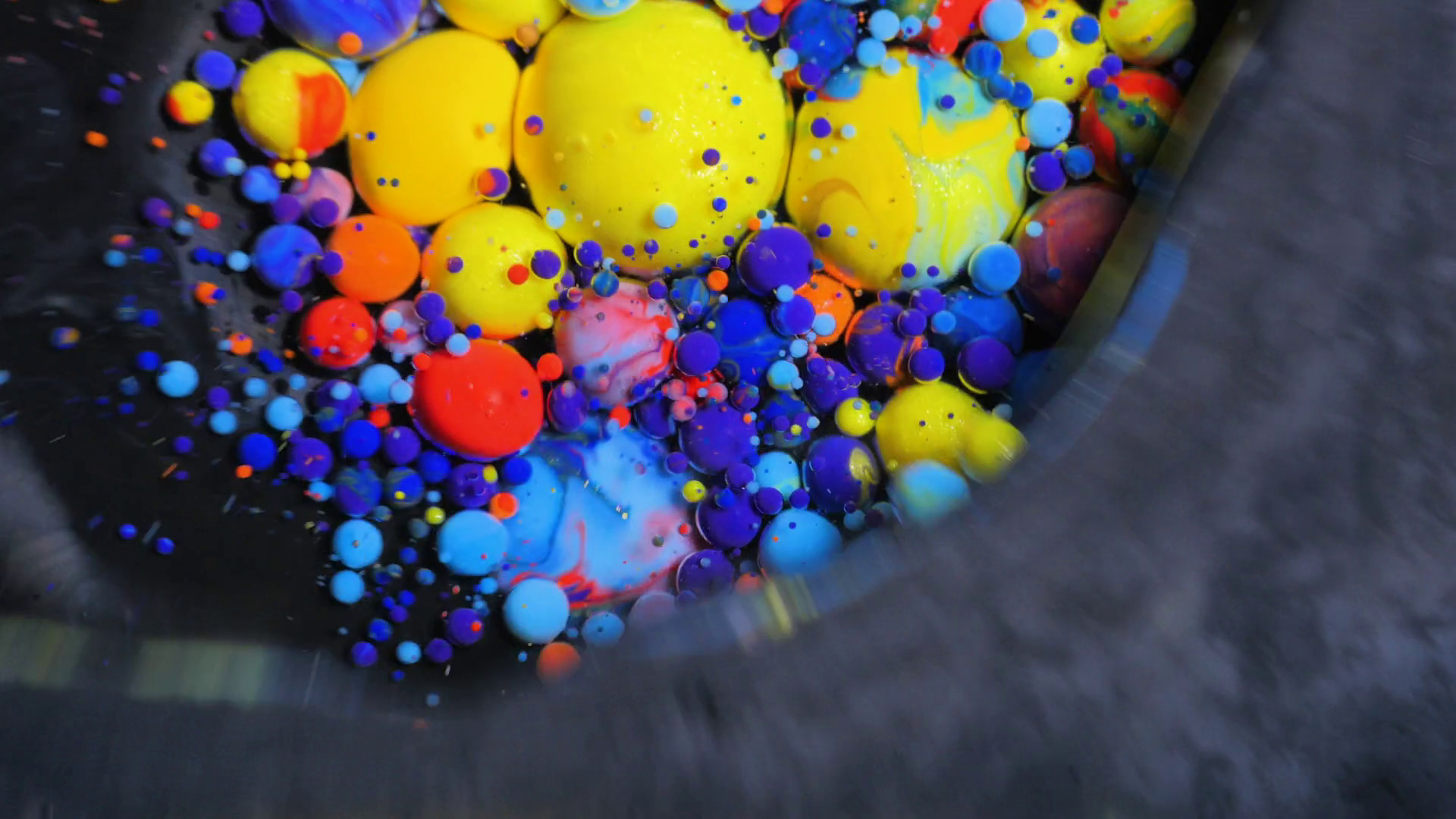 Stream Of Colorful Bubbles Moving On Paint Surface - Bead - HD Wallpaper
