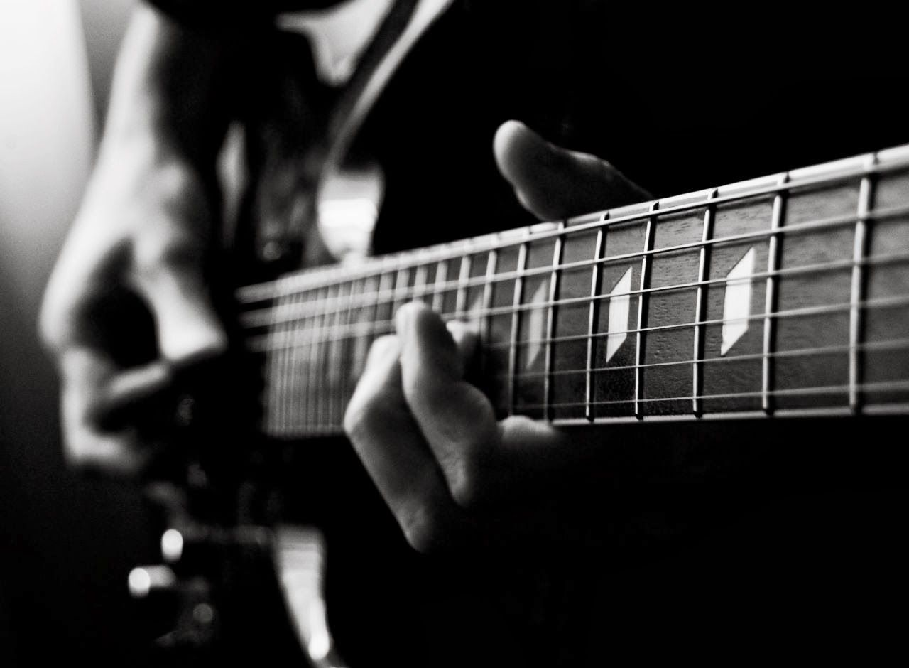 Black Acoustic Guitar Id - Guitar Black And White - 1280x940 Wallpaper -  teahub.io
