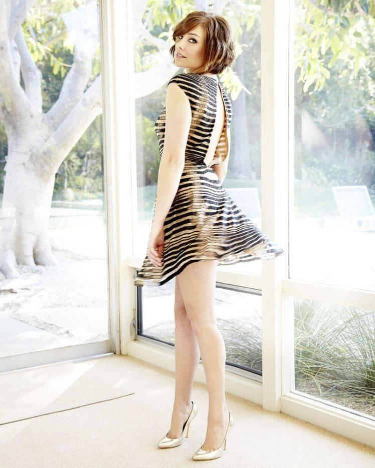 Legs lauren cohan Emilia Clarke's