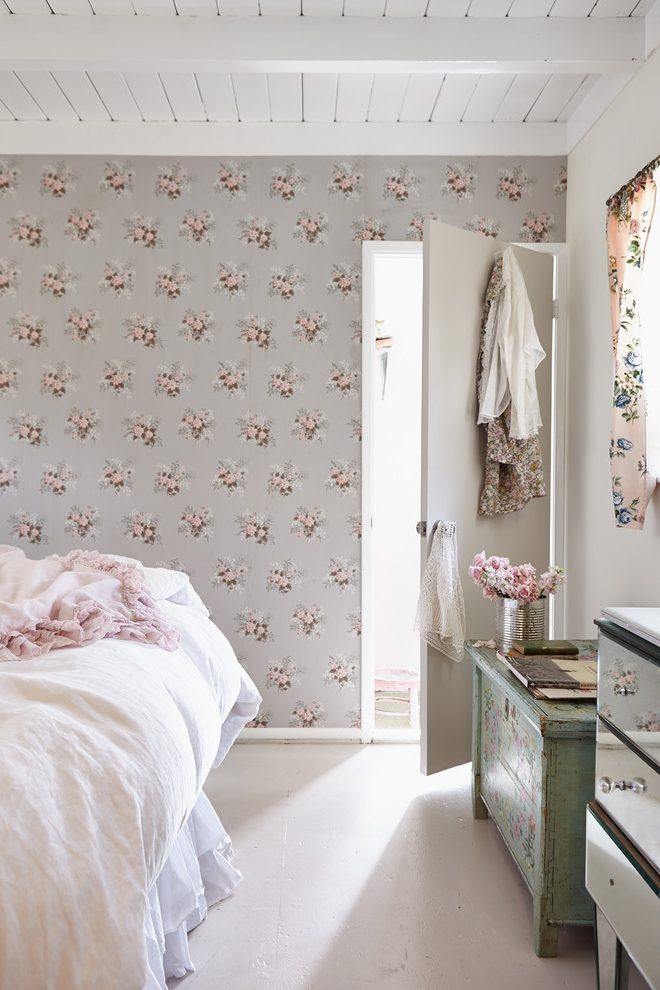 Los Angeles Soft Pink Wallpaper With Traditional Headboards - Bedroom - HD Wallpaper