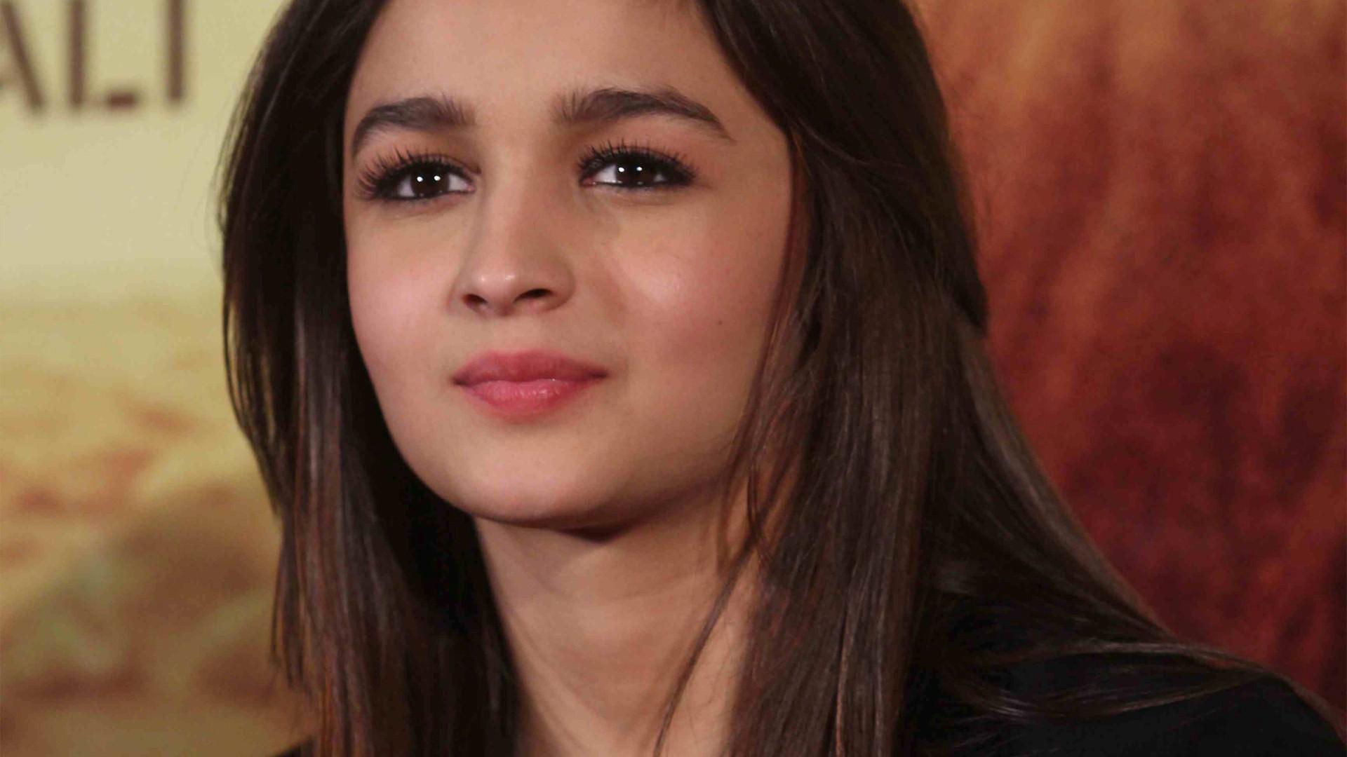 Alia Bhatt Cute Face Lips Close Up Wallpapers - Top 10 Hot Girls In India - HD Wallpaper