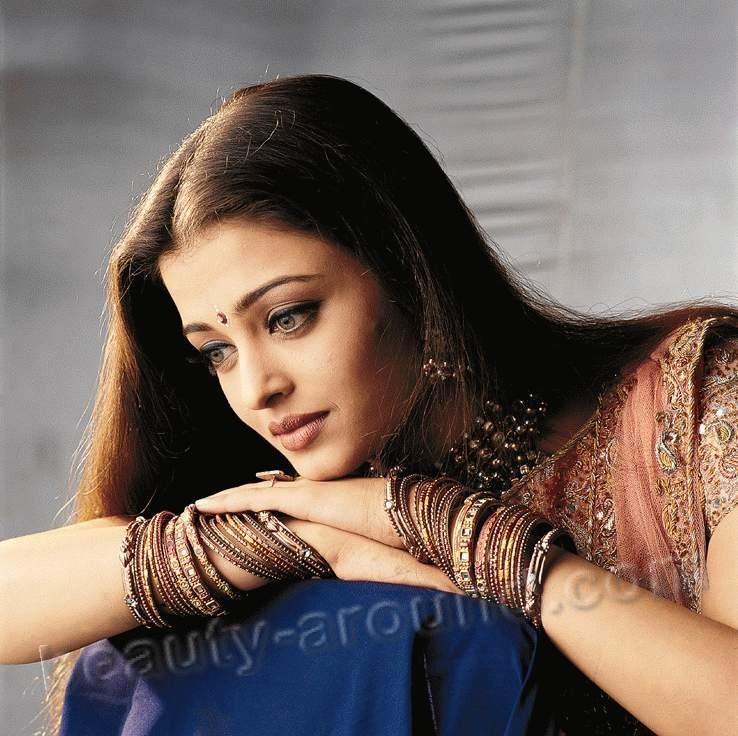 Aishwarya Rai Is The Most Beautiful And Famous Indian - Aishwarya Rai Hum Dil De Chuke Sanam - HD Wallpaper