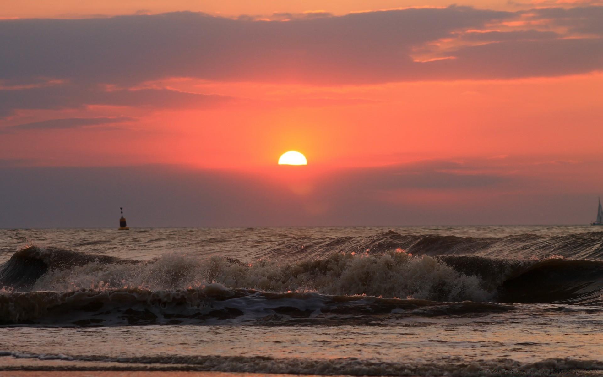 Sea And Ocean Sunset Dawn Water Dusk Sun Evening Sea - Amazing Sea - HD Wallpaper