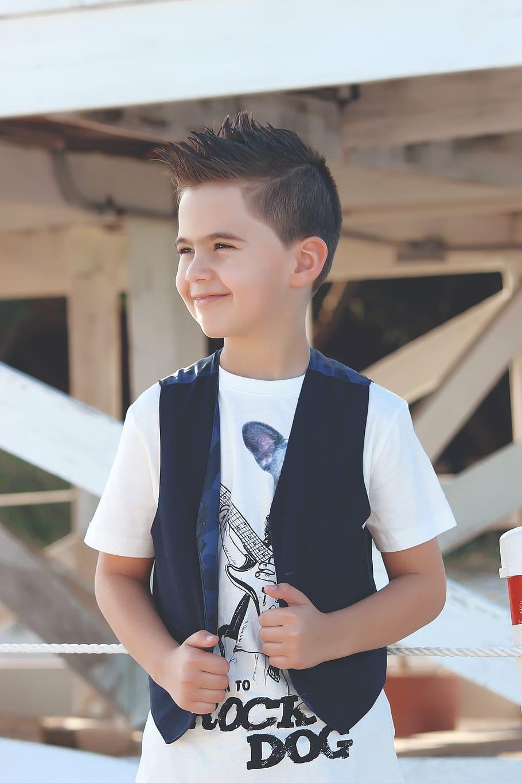 Boy Standing In Front Of Building, Child, Kid, Happy, - Boy Standing Hd - HD Wallpaper