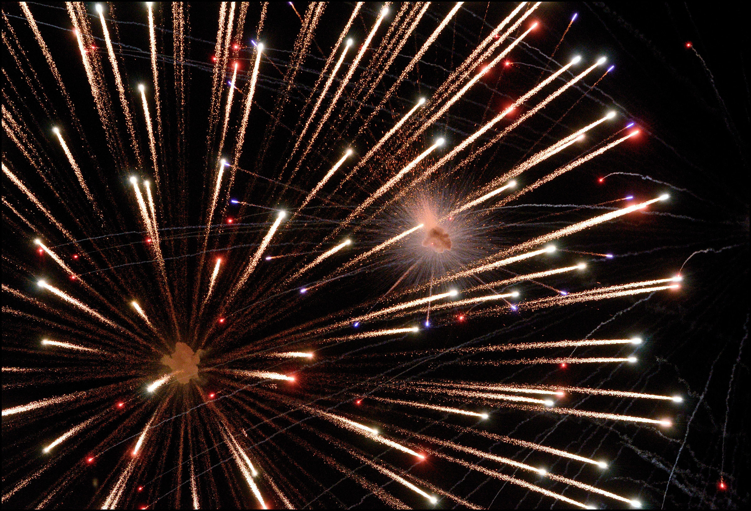 2400x1634, Happy 4th Of July 2014 Fireworks Pictures - Fireworks Background Hd - HD Wallpaper