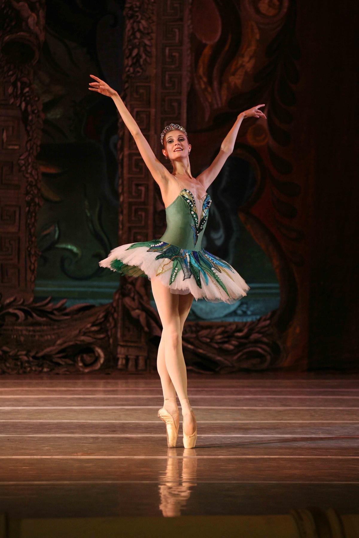 Hd Full Ballet Dancer 1200x1800 Wallpaper Teahub Io