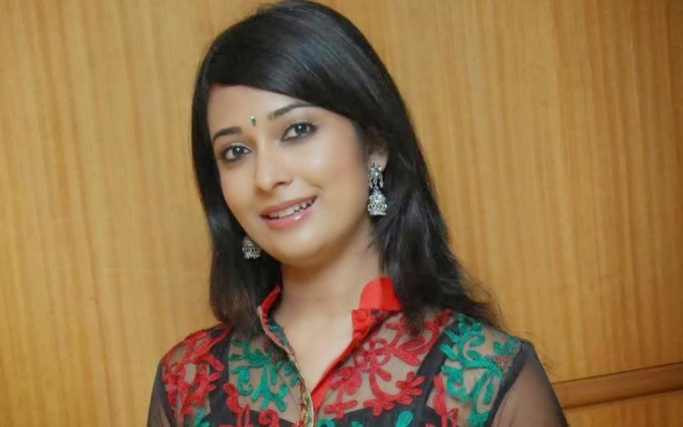 Naturally Beautiful Indian Girl - HD Wallpaper