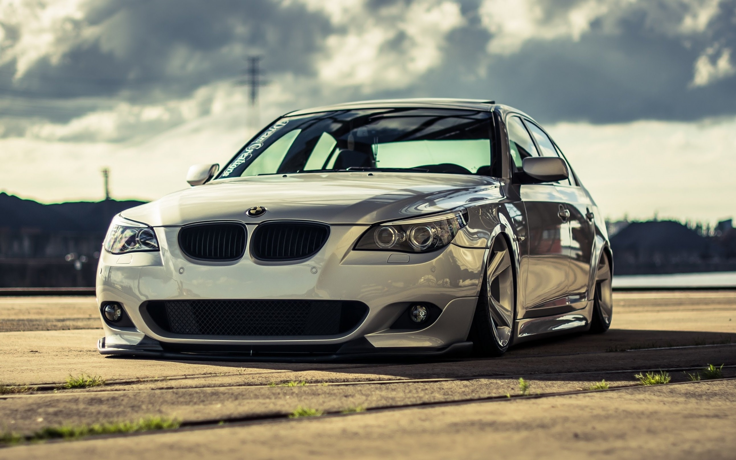 Tuning Bmw M5 E60 Low Rider E60 Stance Parking Bmw M5 E60 Stance 2560x1600 Wallpaper Teahub Io