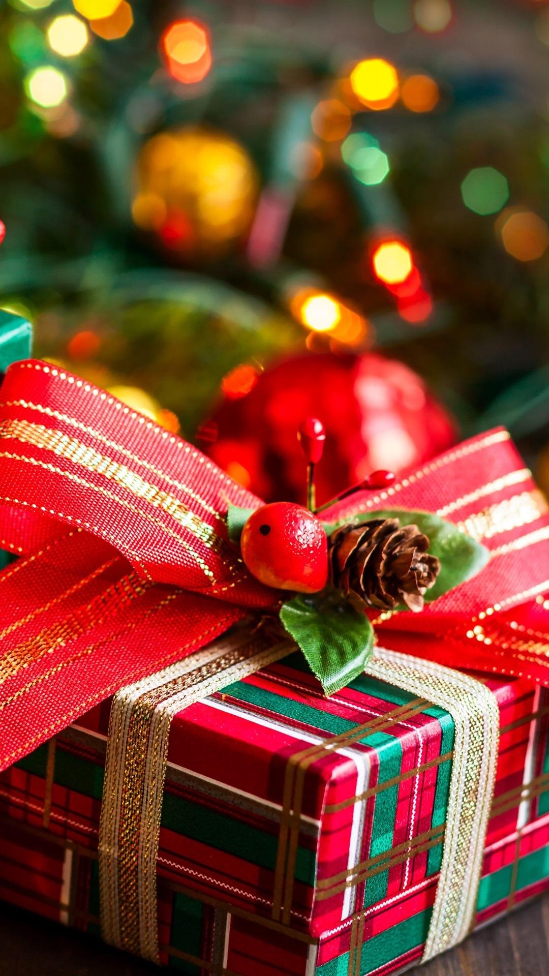 Iphone Wallpaper Gifts Berries Fir Twigs Christmas Sapin Noel Fond D Ecran Iphone 1080x1920 Wallpaper Teahub Io