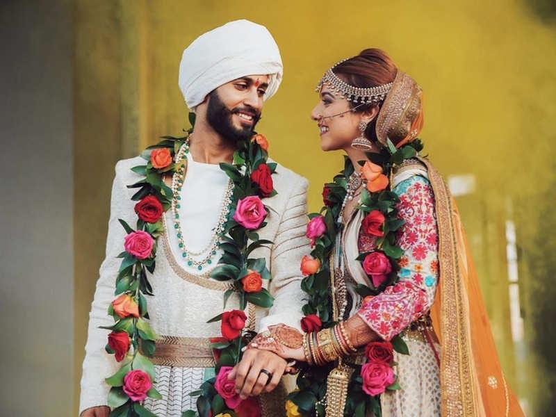 This Stylish Couple Gave Us Bajirao Mastani Vibes At - Bajirao Mastani  Ranveer Singh Wedding Dress - 800x600 Wallpaper - teahub.io