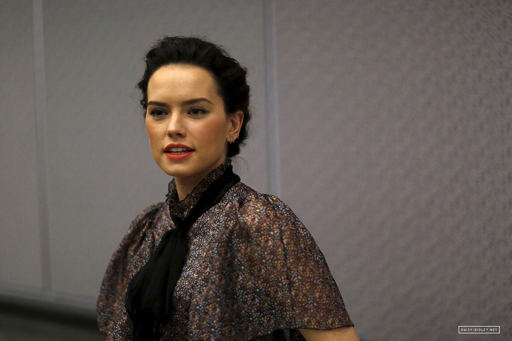 Star Wars Daisy Ridley The Force Awakens Press Conference 1744x1164 Wallpaper Teahub Io